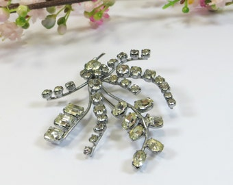 Vintage 1960s Brooch Pin, Clear Foiled Crystal Rhinestone Pin, Prong Claw Set Brooch Pin with Sparkling Rhinestones Crystal Spray Design