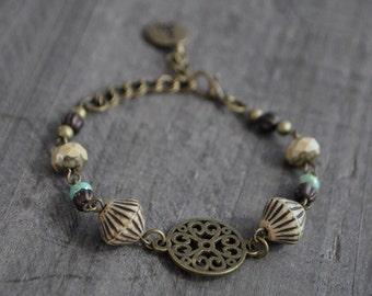 Bracelet bohémien - Beige et vert mousse - Bohemian bracelet - Boho chic jewelry - Nature inspired jewelry - Coco Matcha