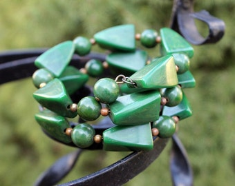 Bakelite Bead Memory Wire Bracelet in Creamed Spinach/Green