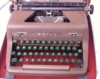 Vintage Royal Quiet De Luxe Portable Manual Typewriter