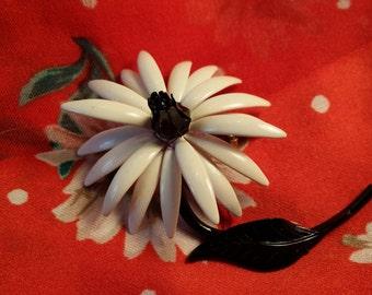 STYLISH Black & White Flower Power Metal Pin VINTAGE