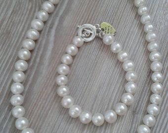 """Ivory Pearl necklace, UK made 19"""" (a)"""