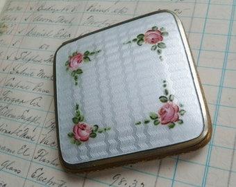 Guilloche Enamel Compact. Vintage Antique 1920s 1930s. B.B. Co. White, Pink Roses. Powder Mirror Compact. Art Deco, Art Nouveau.