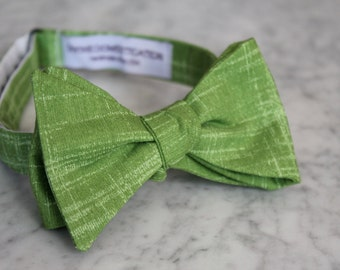 Bow Tie in Tonal Poison Apple Green for Men - Clip on, pre-tied with strap or self tying - Groomsmen gifts