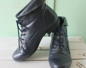 1980s BLUE BLACK Ankle Boots..size 9.5 women...boots. shoes. hipster. ankle boots. black boots. killer. rad 80s. retro. indie. goth. cuffed