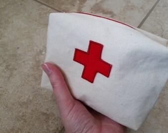 Cream canvas medic quicklet.