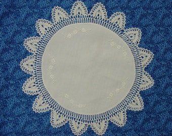 """Beautiful Vintage Lg. White Doily, Embroidered, Crochet Border, 18"""""""