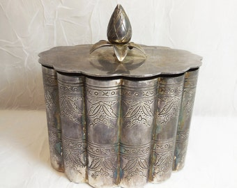 Silver Plated Jewelry Trinket Box - Acorn Finial - Scalloped Oval Vintage Vanity Accessory