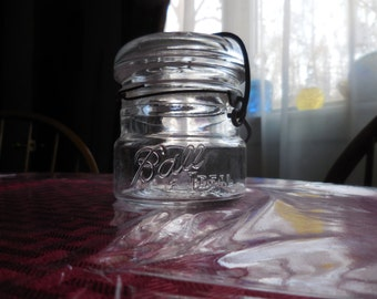 Vintage 1930s to 1940s Half Pint Ball Ideal Canning Jar Wire Bail Short/Stubby/Midget