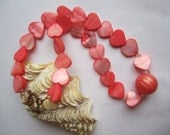 Coral Red Seashell Necklace ./. Heartshaped Bead Necklace ./ Colorful Seashell Bead Necklace ./. Summer Party Jewelry ./. Collier d'Été