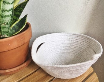 rope bowl with side slits //