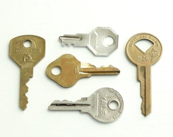 Vintage Keys - Key Collection - Flat keys - Steampunk Keys - Art Supplies