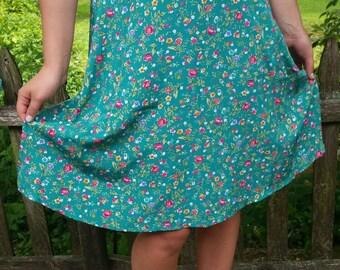 Adorable Vintage 90s floral Skirt Size 10