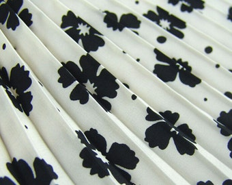 Pleated Chiffon.koreanChiffon. flower daisyblack and white pleated fold  chiffon  fabric.Chiffon cloth by  yard for skirt diy