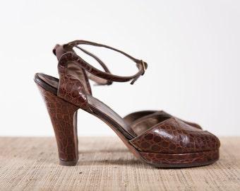 Vintage 1940s Shoes Embossed Brown Leather 40s Vintage Peep Toe Platform Heels
