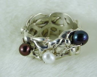 Liquid silver with freshwater pearls
