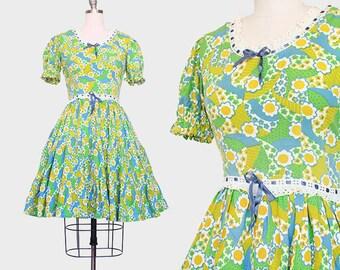 1950s Dress / Novelty Print Dress / 1950s Cotton Green and Blue Dress / Eyelet Dress / Full Skirt Dress / Extra Small Small / 26 Waist
