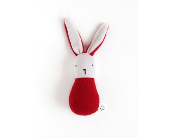 lapin-hochet rouge - small bunny rattle in red upcycled wool - one of a kind - eco friendly natural toy