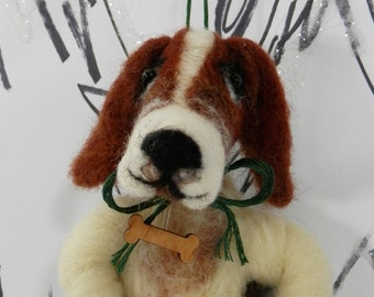 Needle felted basset hound ornament, wool heart with bone, hand made Pet Pocket ornament, ready to mail, hound dog figure, wool dog basset