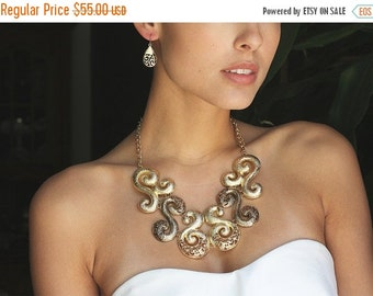 fashion jewelry set, formal jewelry set, Gold chunky necklace , bib necklace , Gold tone necklace earrings set, evening jewelry set