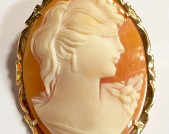 Vintage 14KT Gold Shell Cameo Brooch/Pendant