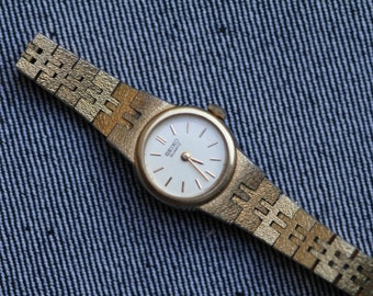 Vintage Seiko quartz watch with gold tone metal bracelet
