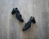 Vintage 1940s shoes . black suede shoes . size 8.5 9
