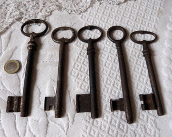 5 skeleton keys bulk, large antique keys French 1800s old keys collectible for padlock lock key collection, rusty iron, furniture and door