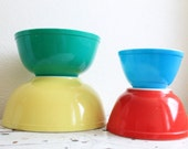 Vintage Pyrex Primary Color Nesting Style Mixing Bowl Set