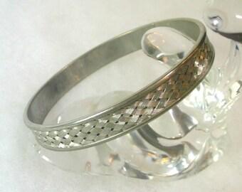 Woven Pattern Silvertone Bangle Bracelet - No. 1643