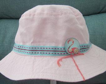 Pink infant sun hat with long-legged flamingo