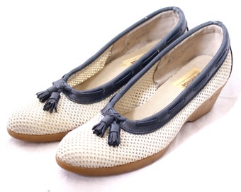 Vintage 80s Summer Mesh Wedges / Navy Blue and White / Loafers with Tassels / Size 8