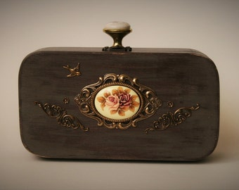 Wood purse decorated with art deco ornaments