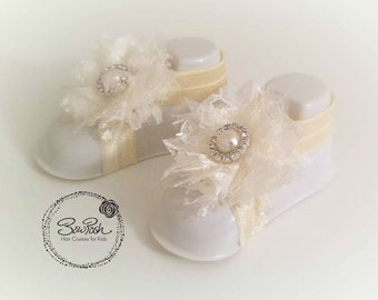 Ivory lace baby sandals, ivory baby barefoot sandals, baby sandals, lace baby sandals, lace barefoot sandals, elastic baby sandals