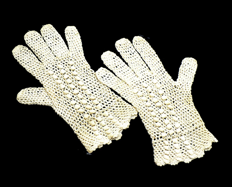 art deco crochet gloves beige bridal gloves 1920s costume. Black Bedroom Furniture Sets. Home Design Ideas