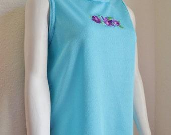Vintage Sleeveless Bon Worth Top Perfect for Spring Aqua Blue with Purple Violets M / L Medium / large
