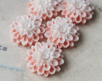 17 mm Salmon-pink and white Colour Resin Dahlia Flower Cabochons (.sm)(ZZB)