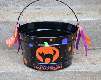 Halloween Candy Bucket/ Candy Bucket/ Halloween Candy Bucket/ Personalized Halloween Bucket/ 16 quart Bucket