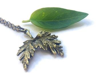Leaf necklace, oak tree necklace, plant necklace, nature inspired jewellery, oak leaf pendant, autumn leaf necklace, inspirational
