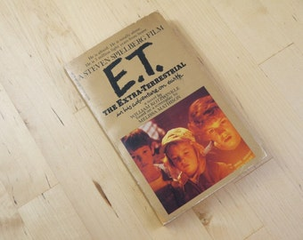Vintage E.T. The Extra Terrestrial in his Adventure on Earth Novel Book 1982