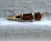 Beautiful Vintage 14K Yellow Gold Garnet Ring.