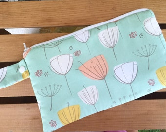 Insulated Reusable Snack Bag in Mint Fields