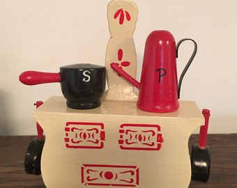 Vintage Stove Salt & Pepper Shaker Set Wooden Stove Red Black Pots Pans Coffee Pot Japan