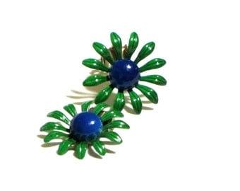 DuBarry Fifth Avenue Green Daisy Flowers Enamel Earrings Retro Groovy Clips