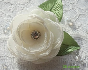 Ivory Bridal flower, Of white bridal hair clip, Cream bridesmaids hair accessories, handmade Weddings hair flowers sash brooch with crystals