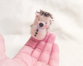 Needle felted hedgehog-Hedgehog Finger puppet-Porcupine finger puppet-Toys for Blythe-Needle felted animal-Needle felted hedgehog brooch