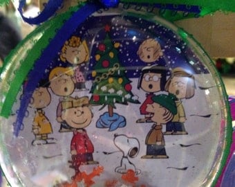 Charlie Brown peanuts gang themed ornament