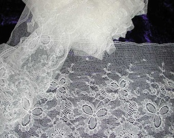 """No. 300 Lovely Soft Pale Cream Chantilly Edging Lace; 11 Yds x 6"""""""