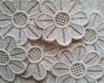 8 Delightful Antique Ivory Lace Daisy Flower Appliques | LAST ONES