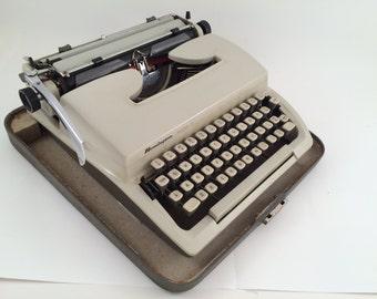 Remington Mark II Midcentury Manual Typewriter